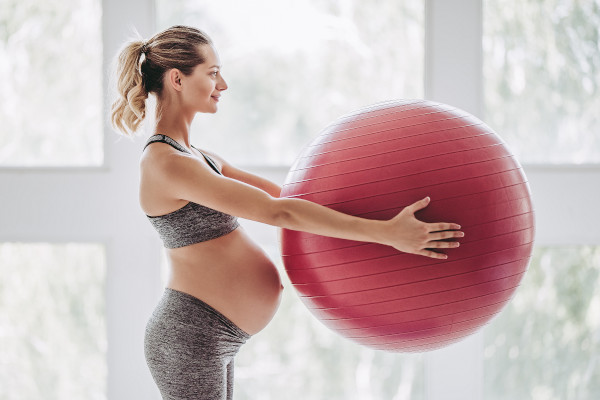 Egészségmegőrző gyakorlatok és mozgásterápiák várandósság alatt egy gyógytornász ajánlásával